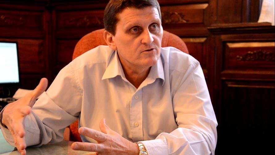 Adolfo Safrán, Ministro de Hacienda.