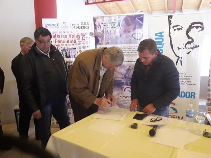 Reunion de intendentes en san ignacio contra el dnu de macri fss (4)