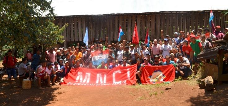 Apoyo de militantes y dirigentes a los productores de Piñalito Sur1 (1)