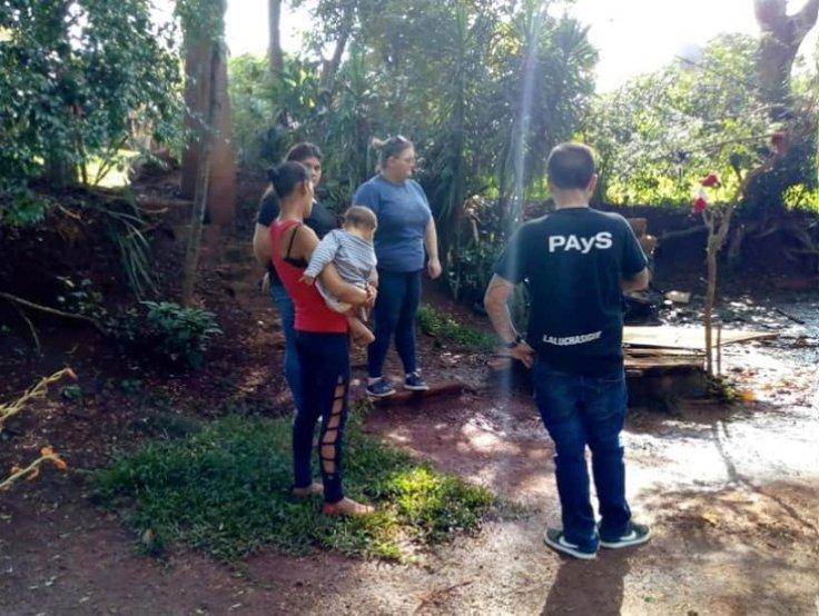 Diputada Pierini en un barrio de Oberá junto a familia vulnerable