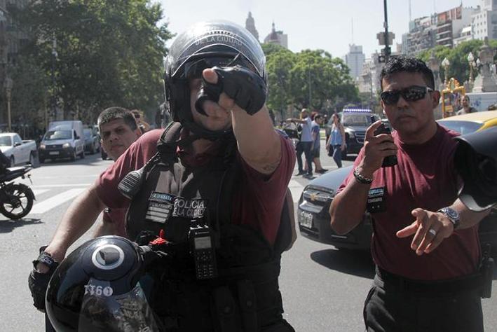policia señala