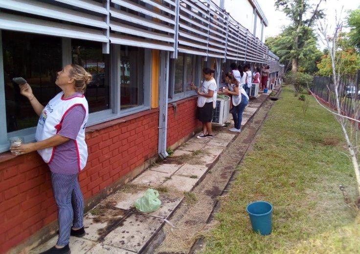 Trabajadores de la economía popular refaccionan escuelas en la provincia